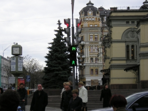 The first pedestrian traffic light with countdown (intersection of Vladimirskaya St. - B. Khmelnitsky St.), installed in 2005.