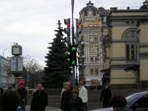 Перший пішохідний світлофор з відліком часу (перехрестя вул. Володимирська - вул. Б.Хмельницького), встановлений в 2005 році.